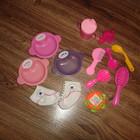 Аксессуары для кукол -тарелочки и расчески, туфельки, носочки, бутылочки для кукол