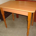 Стол на деревянных ножках обеденно-кухонный на деревянных резных ножках