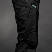 Тактические городские брюки для активных мужчин светлые и черные.