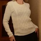 Вязаный красивый свитер молочного цвета