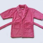 Махровый халат на 2-3 года, б/у. Хорошее состояние, без пятен. Очень мягенький. Длина от плеча 56 см