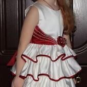 Нарядное платье!Состояние и качество идеальное!Рост 104-116.