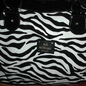 Фирменная (Испания) стильная сумка черно-белой расцветки зебры