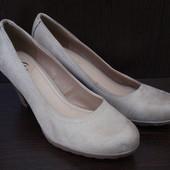 Кожаные туфли фирмы Bata р. 36