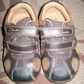 Кросівки (кроссовки) Clarks 20 р. 4 G UK стелька 13 см. світло. стан нових