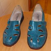 Кожаные фирменные туфли для женщины, размер 6/39