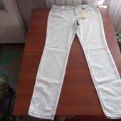 белые легкие штаны с красивой строчкой