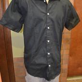 черная летняя рубашка .
