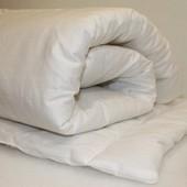 Одеяло и подушечка в детскую кроватку