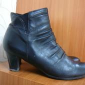 Демисезонные ботинки на каблучке