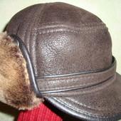 *Теплая зимняя шапка с козырьком