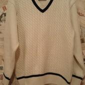 Продам свитер. Турция. 70% шерсть. Очень хорошее сост.