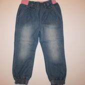 Стильные джинсы на резинке р.98