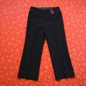 Новые брюки на девочку 9-10 лет. На бирке написано на 11-12 лет, но реально маломерят. Длина 78 см,