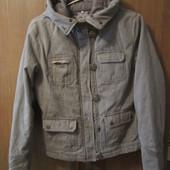 Курточка тепленькая на змейке и пуговках в хорошем состоянии