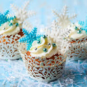 Снежинки,цветочки из мастики.Украшение на торт.Под заказ.