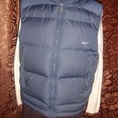 Фирменная Nike оригинал пуховая жилетка на 48-50 размер