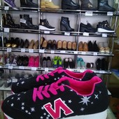 Модные кроссовки со звёздами