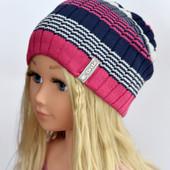 Стильная полосатая шапочка для юных модниц