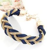 Модный плетенный браслет косичкой.
