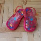 Нові рожеві мильнички-сандалики (17 см)