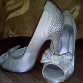 Шикарные фирменные туфли для Золушки р.37