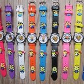 Часы детские миньоны в наличии красные, синие и желтые