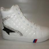 Ботинки женские белые стеганые Д435