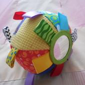 Развивающий мячик PlayGro с ленточками, зеркалом, и погремушкой
