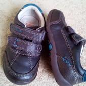 Полностью кожаные легусенькие кроссовки Clarks, р.5G