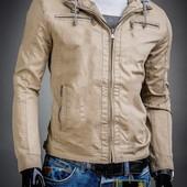 Демисезонная куртка с отстегивающимся капюшоном