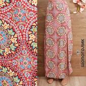 Длинная юбка с разрезами и ярким принтом