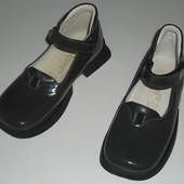 Туфльки L'Quilone супинатор 27 розмір 17,3 см лакована шкіра Італія