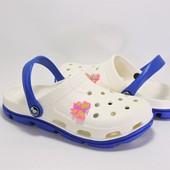 Пляжные кроксы для девочки. Бежевые с синим.116101