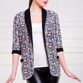 Удлиненный женский пиджак с рукавом в три четверти с надписями на принте Фора