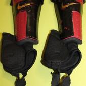 Щитки футбольные Nike, размер S.