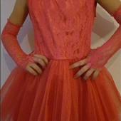 Нарядное  платье для девочек, верх гипюр