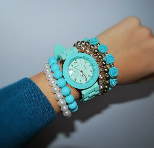 Бирюзовые часы на руку