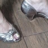 Туфли с открытым носком и небольшим каблуком