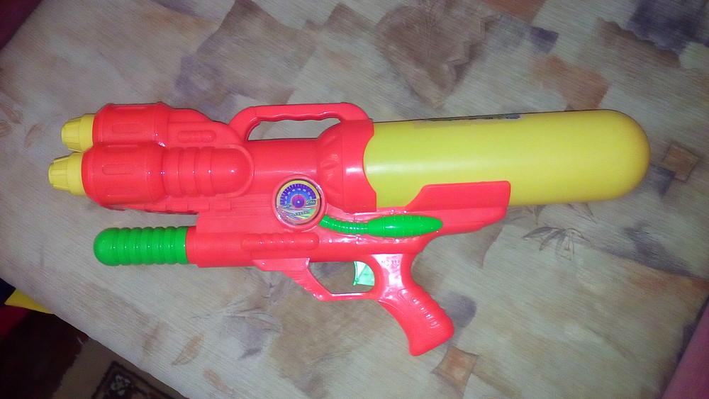 Очень большой водный пистолет фото №1