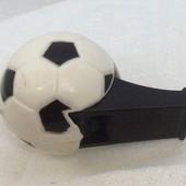 Свисток футбольный.