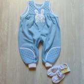 Новый стильный комплект для маленького модника: комбинезон+пинетки. Tesco. Размер 3-12 месяцев
