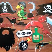 Наборы фотобутафории: Усы-губы (17 предметов); Пиратская (16 предметов)
