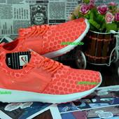 Супер удобные женские кроссовки Nike . Невероятно легкие и дышащие, стильно и удобно. Ультро- оранж