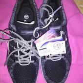 легкие фирменные кроссовки 43 р