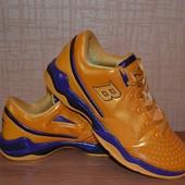 отличные кроссовки  29 см
