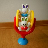 Tolo Игрушка-карусель на присоске, хорошо подойдёт на столик для кормление, можно собой брать в ванн