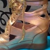 Сникерсы стильные золото