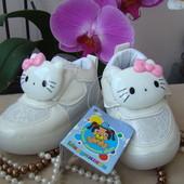 Кроссовки для девочки С Китти. Шалунишка.