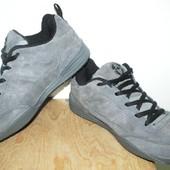 отличные кроссовки 25 см